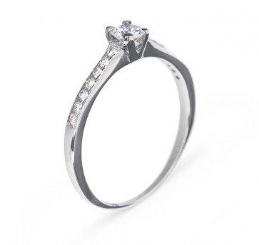 Io золотое кольцо с бриллиантом