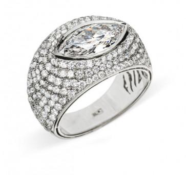 Poena шикарное кольцо с бриллиантами